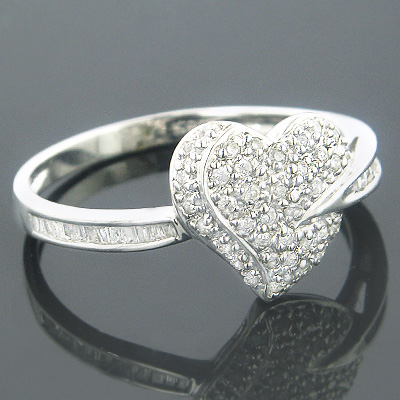 14K Gold Heart Shaped Diamond Ring Round Baguette .24ct
