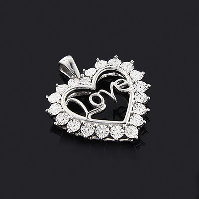 Mothers Day Gifts: Mom Diamond Heart Pendant 10K Gold Main Image