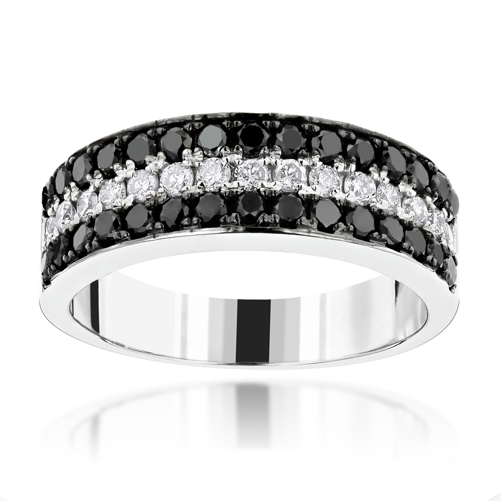 It is a picture of Unique 44 Row White Black Diamond Wedding Band 44.445ct 440K Gold Luxurman Ring